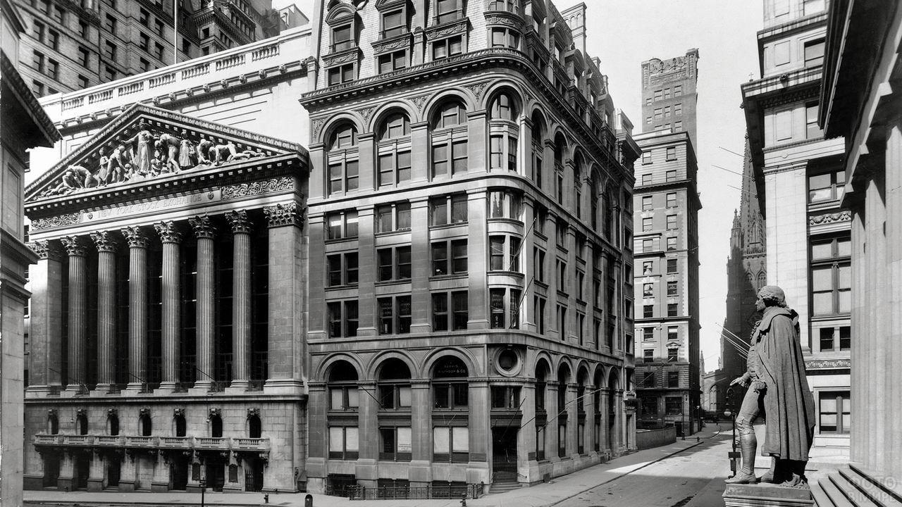 Чёрно-белое фото Уолл-стрит