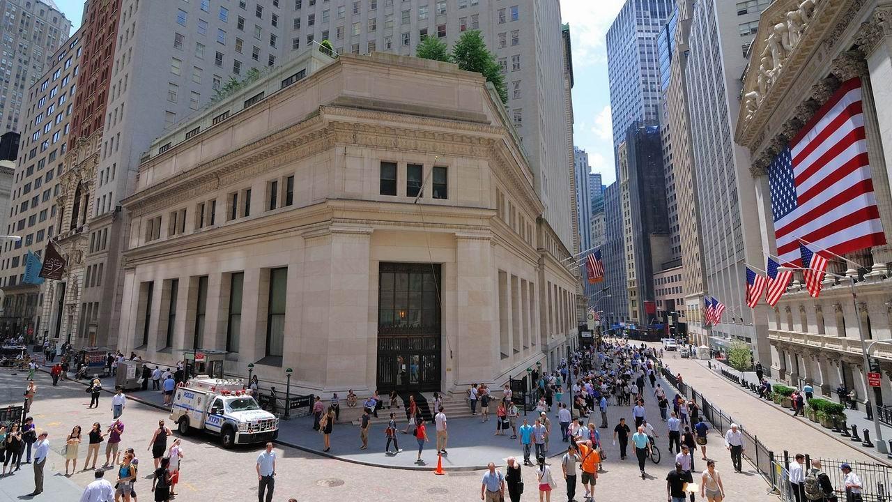 Финансовая биржа Нью-Йорка на Уолл-стрит