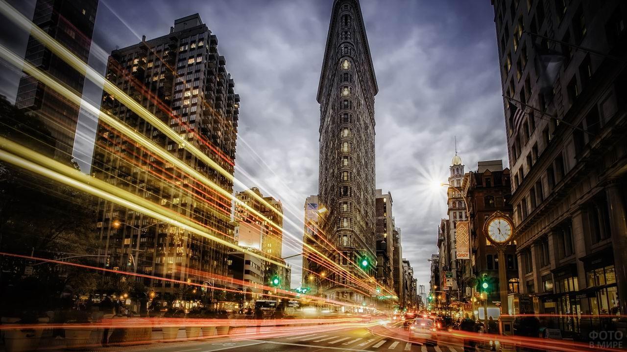 Огни ночного города на Уолл-стрит