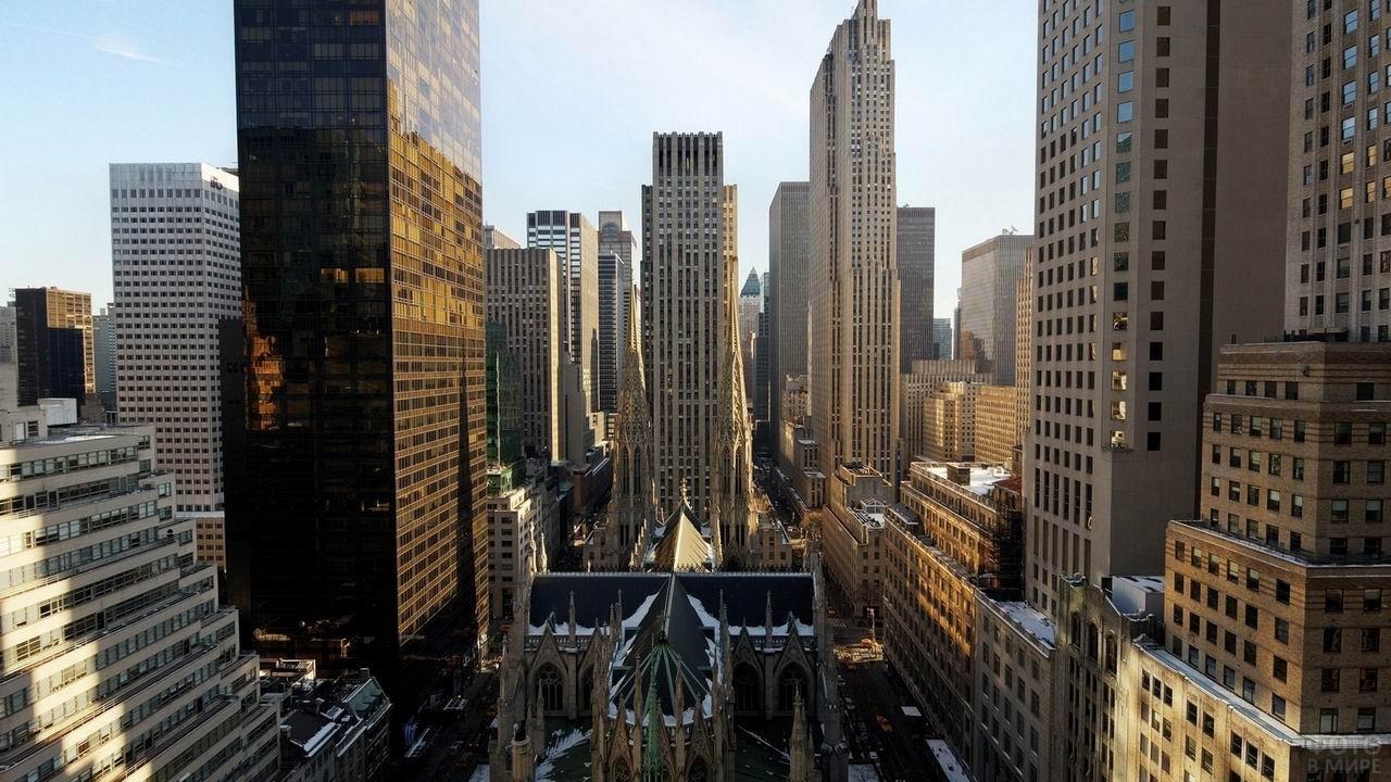 Вид сверху на деловой квартал Нью-Йорка
