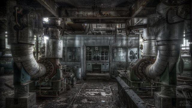 Цех давно брошенного завода