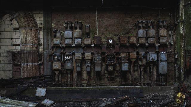 Множество рубильников на стене старого завода