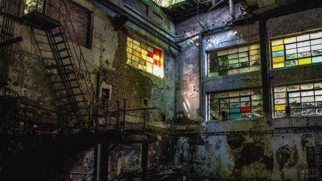 Один из старых и заброшенных заводов нашей страны