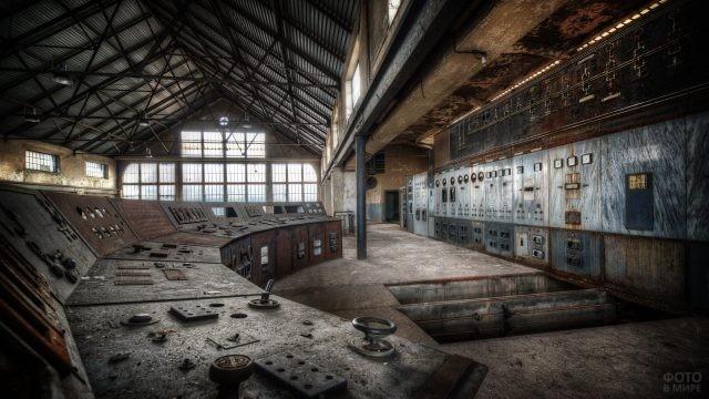 Старая пультовая заброшенного завода в России