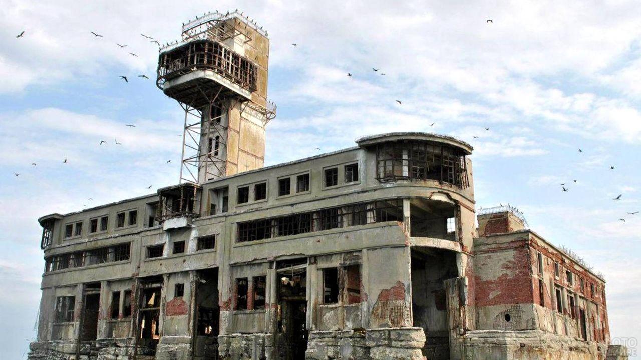 Старый заброшенный завод Дагдизель в Каспийске