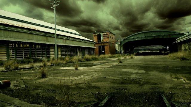Заброшенный старый завод в России