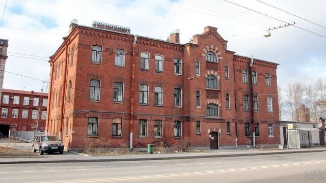 Здание старой фабрики