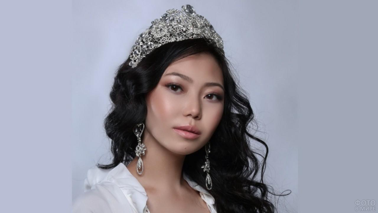 Глаза казахской девушки - победительницы конкурса красоты