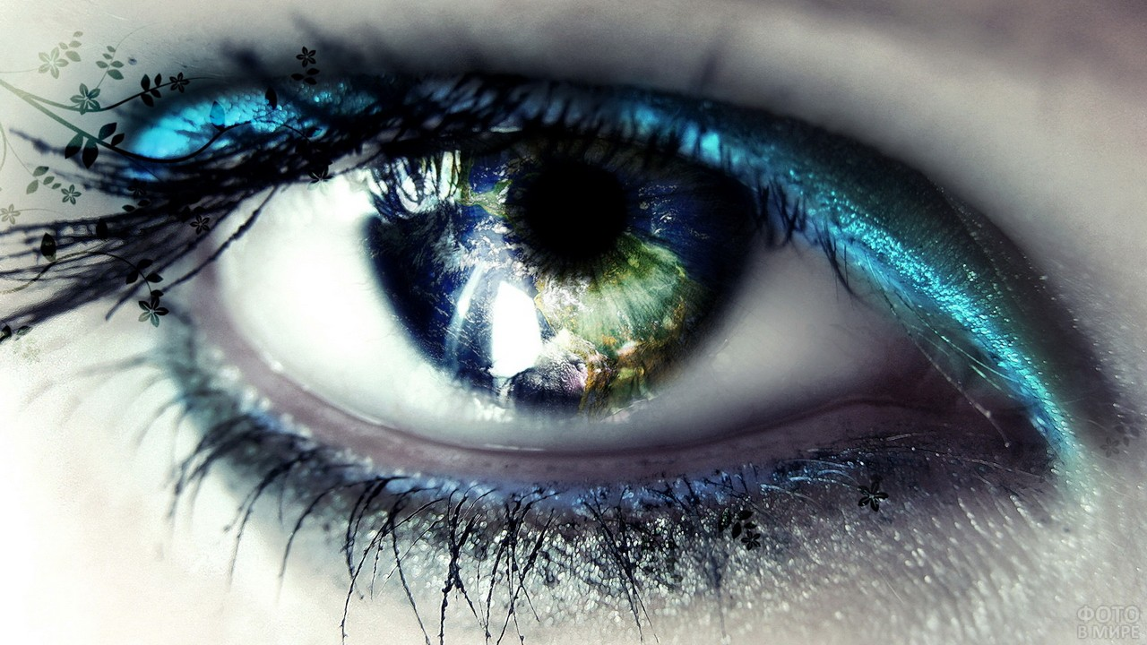 Отражение планеты в женском глазу