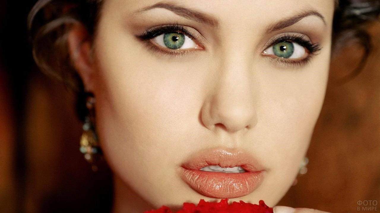 Зелёные глаза Анджелины Джоли