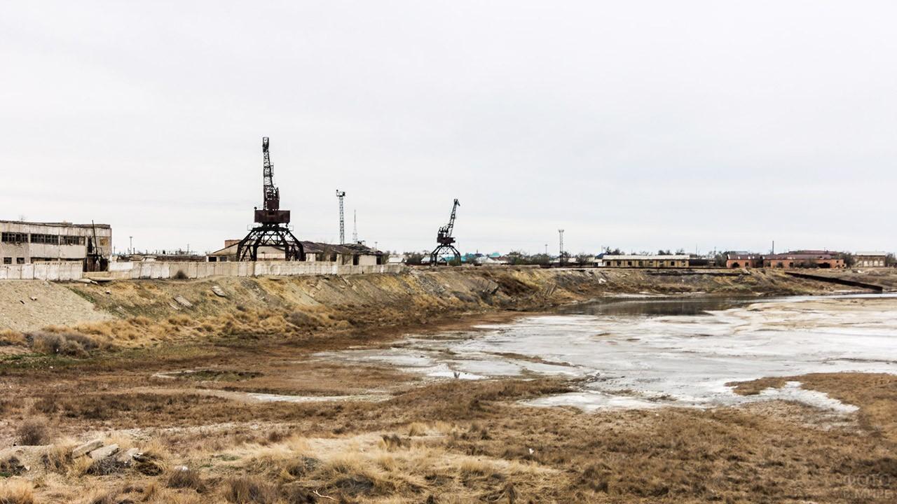 Порт-призрак на берегу бывшего Аральского моря
