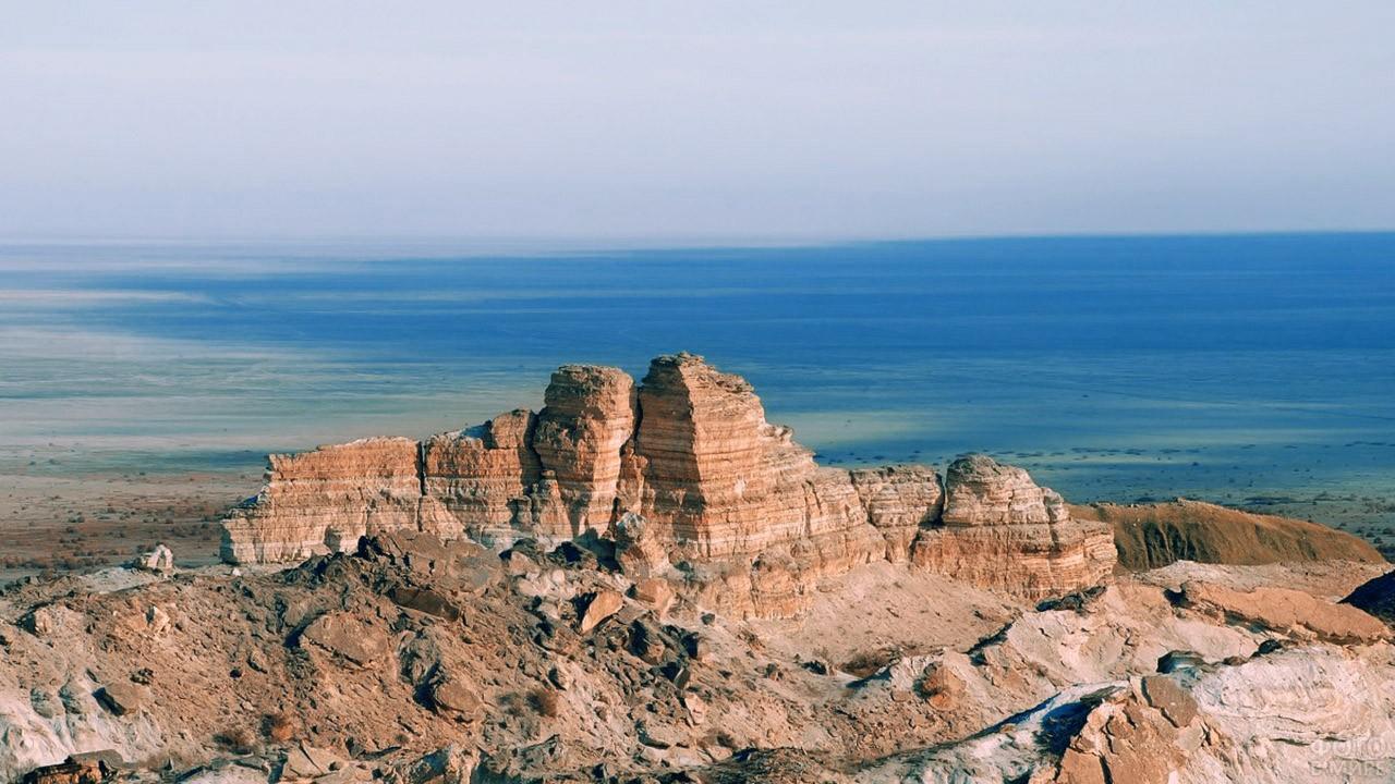 Скалы над Аральским морем