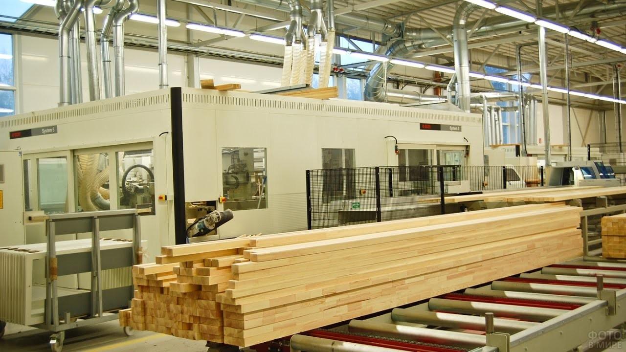 Цех по производству дерева на заводе деревянных изделий