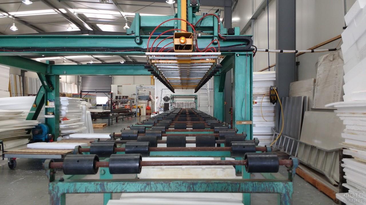 Прокатная линия на фабрике