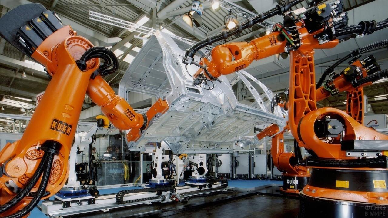 Сборка кузова автомобиля роботами на автозаводе