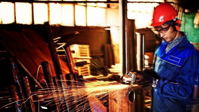 Сварка в цеху металлургического завода