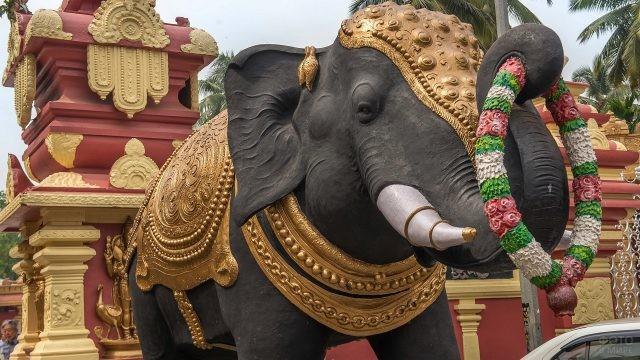 Большая статуя Индийского слона в Гоа