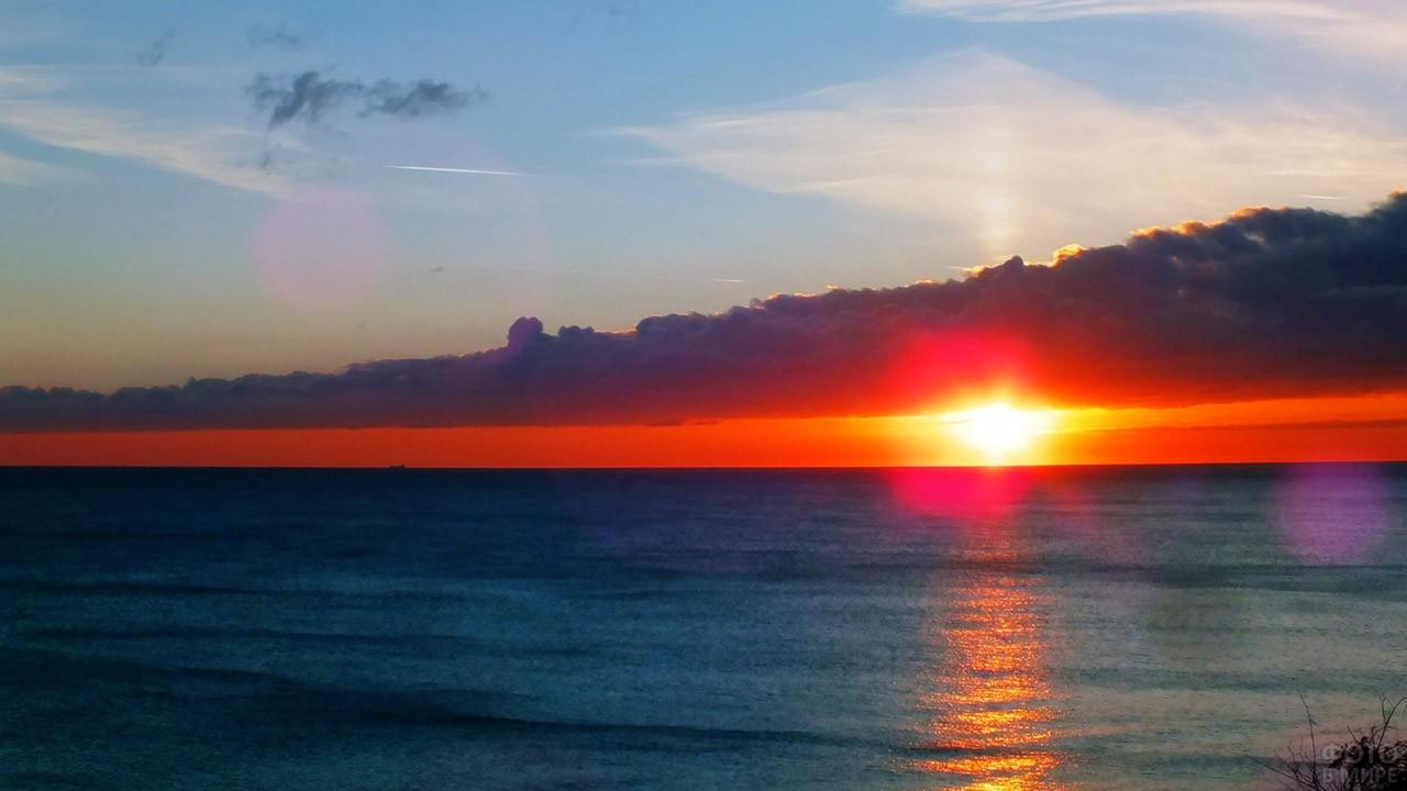Живописный закат над морем