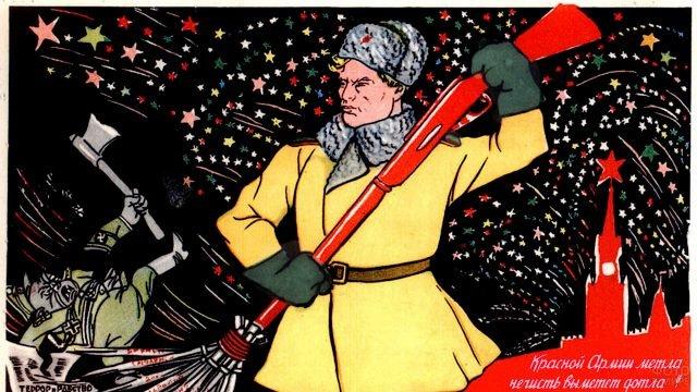 Красноармеец с метлой на советской открытке к Дню Победы