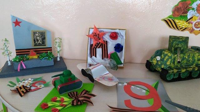 Объёмные открытки к Дню Победы на выставке в детском саду