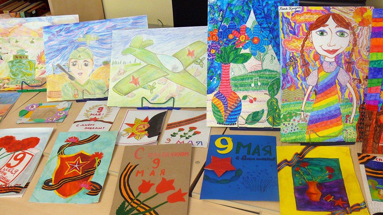 Открытки и рисунки учащихся на выставке к 9 мая в детской художественной школе
