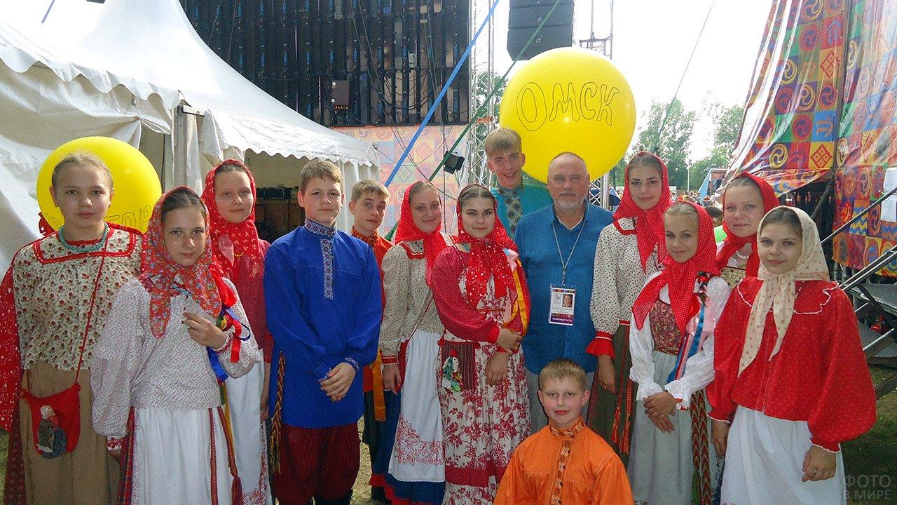 Фольклорная группа из Омска в День защиты детей в Артеке