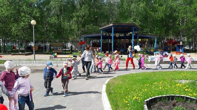 Минипарад вокруг детского сада в честь Дня России