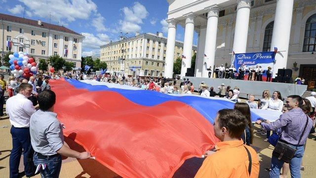 Праздник в честь Дня России в Калуге