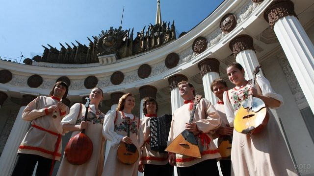 Участники фестиваля Многонациональная Россия 12 июня на ВДНХ