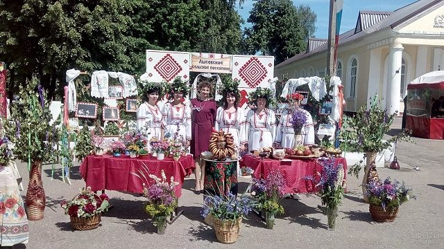Выставка народных промыслов в День России в Смоленской области