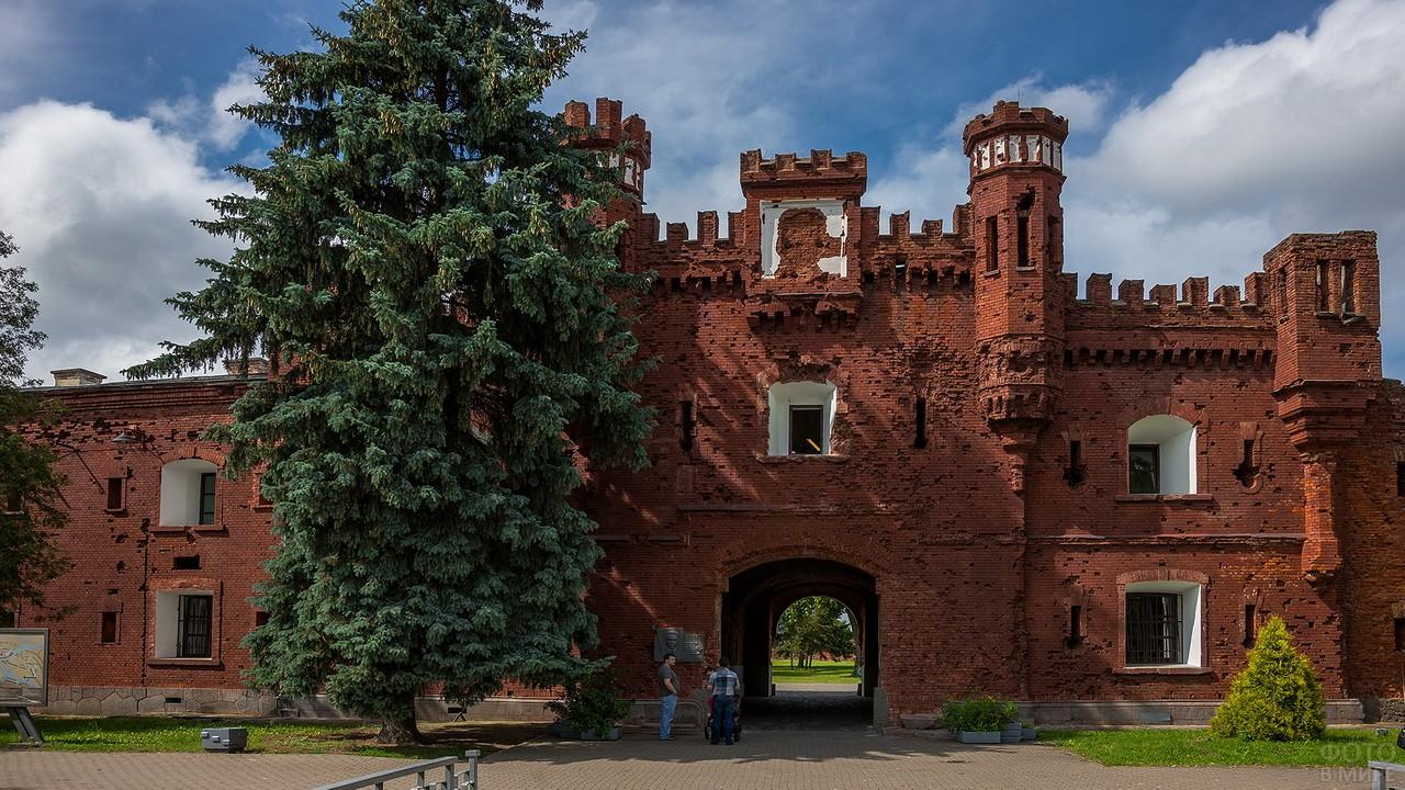 Холмские ворота в Брестскую крепость