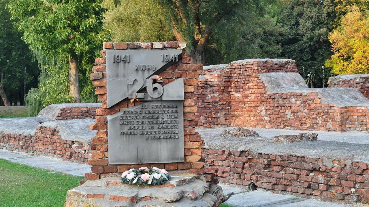 Мемориальная доска, посвящённая прорыву защитников крепости