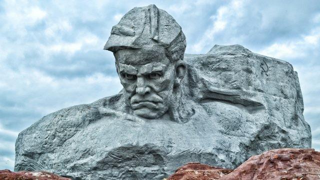 Памятник Мужество в мемориальном комплексе Брестской крепости