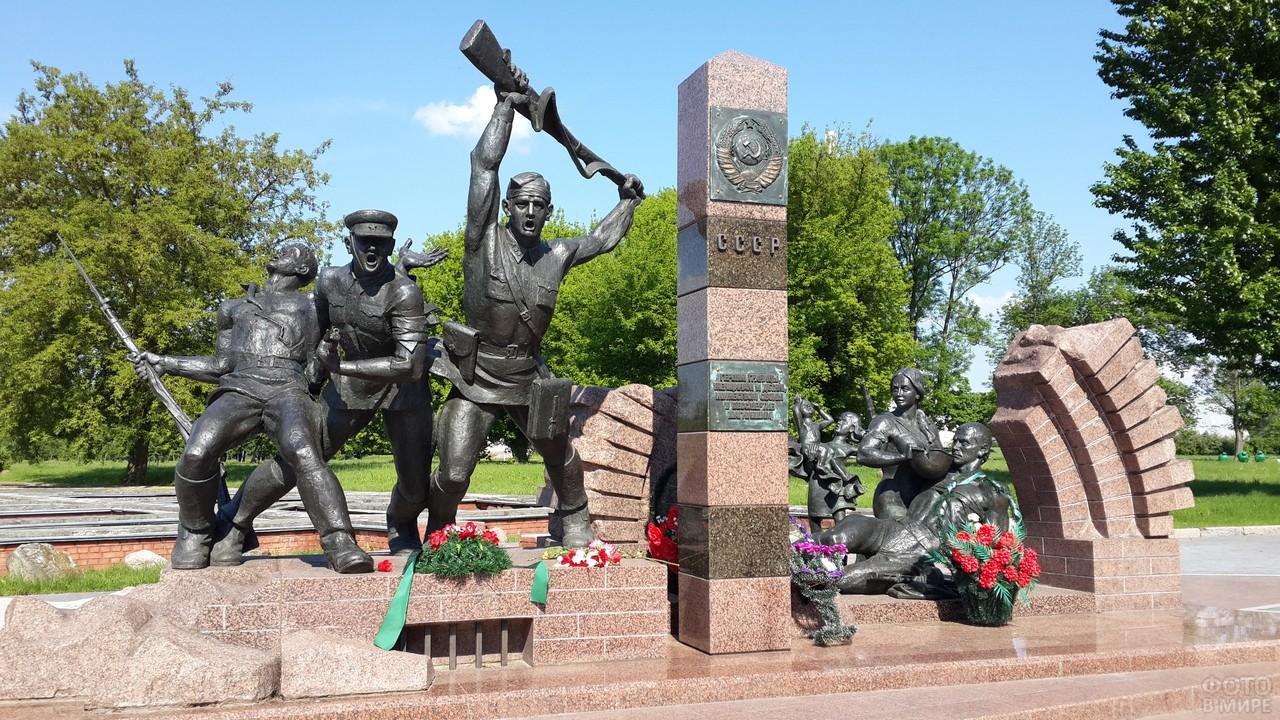 Памятник воинам-пограничникам в Брестской крепости