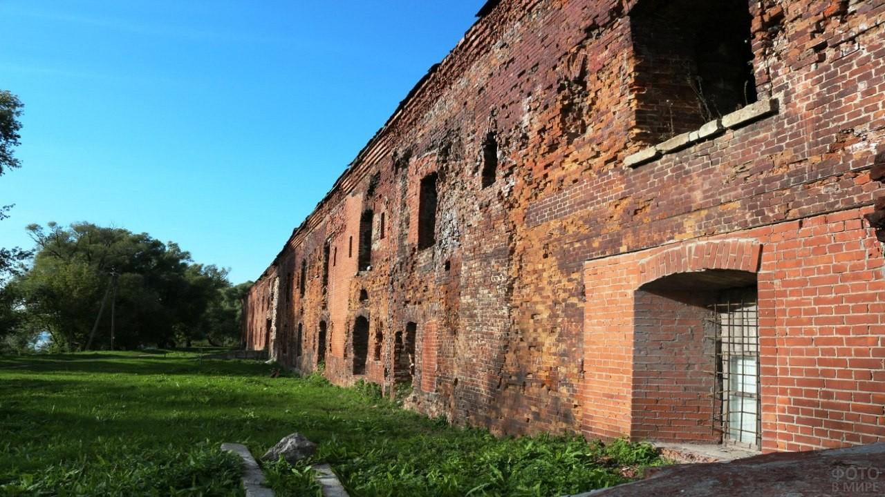 Повреждённые стены Брестской крепости