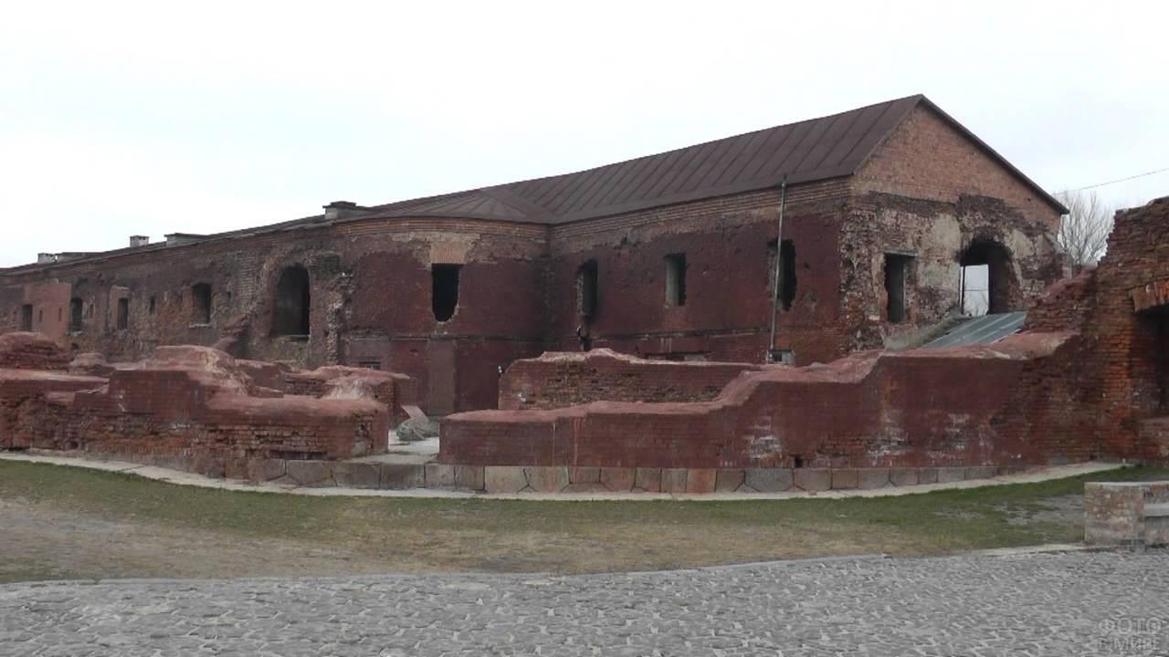 Разваленные стены в Брестской крепости