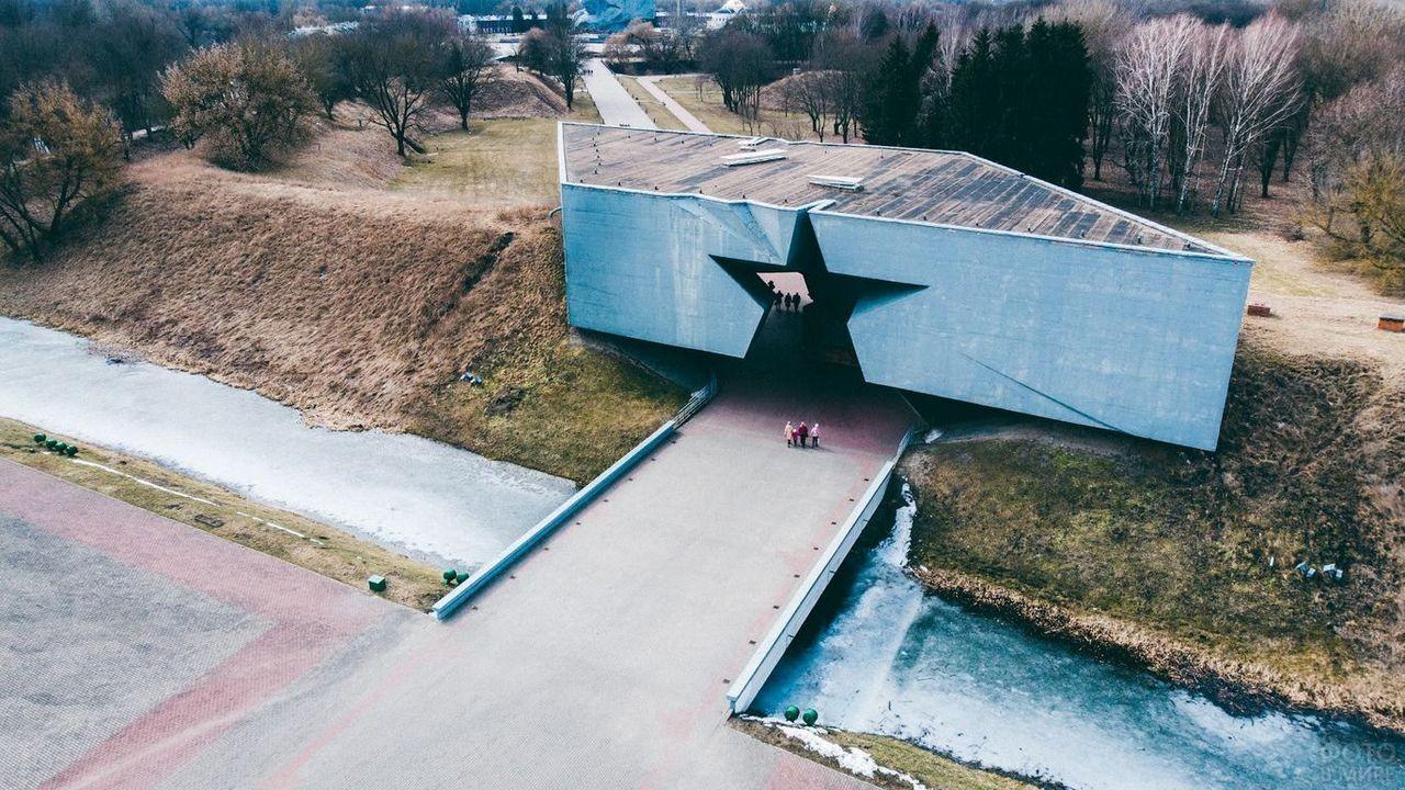Вход-звезда в Брестскую крепость с высоты