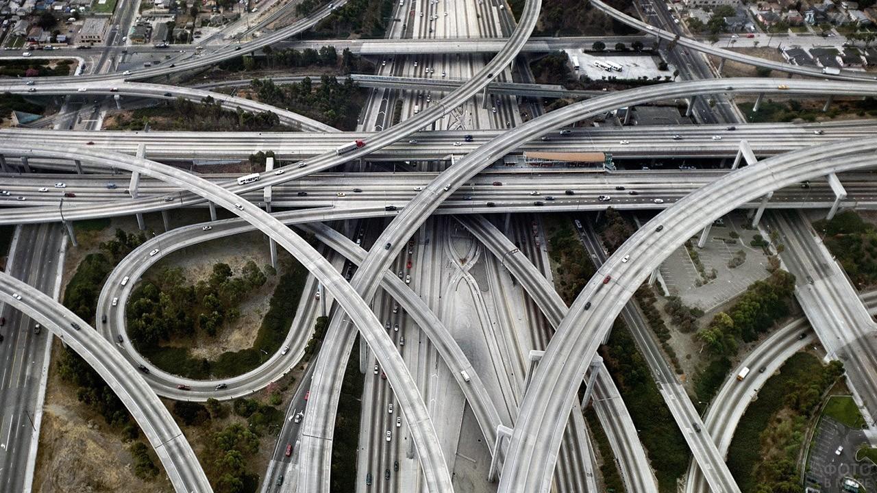 Сложный узор транспортной развязки
