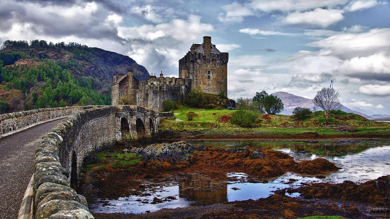 Мост к замку Эйлен-Донан в Шотландии