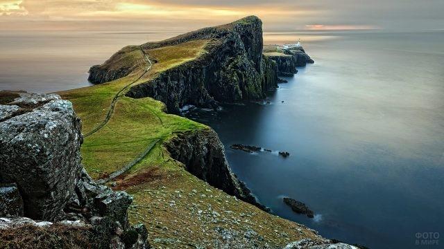 Мыс острова Скай в Шотландии
