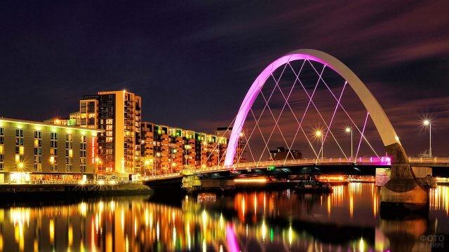 Ночная иллюминация моста Миллениум в Глазго