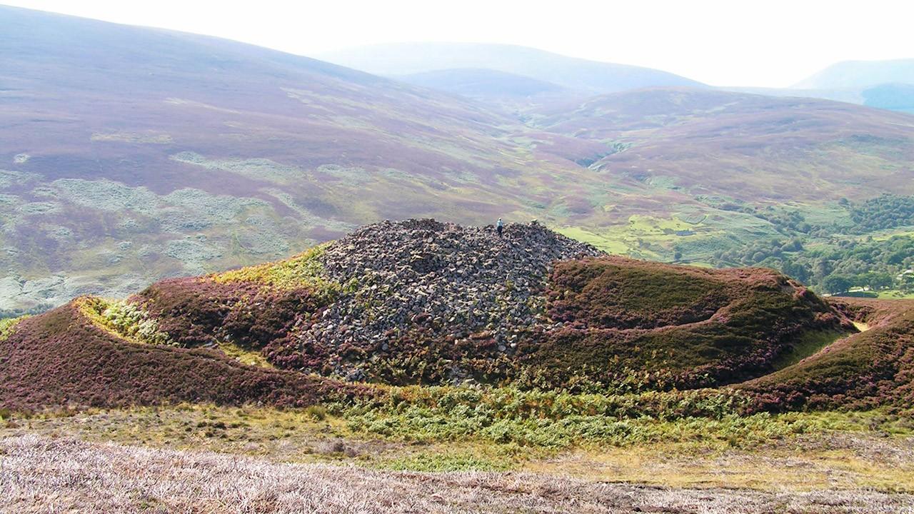 Руины Килфедир-броха в горах Шотландии
