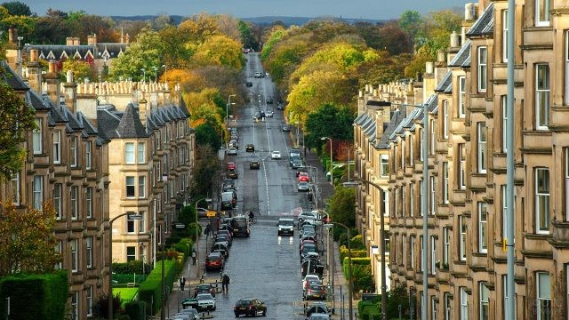 Улица в центре Эдинбурга