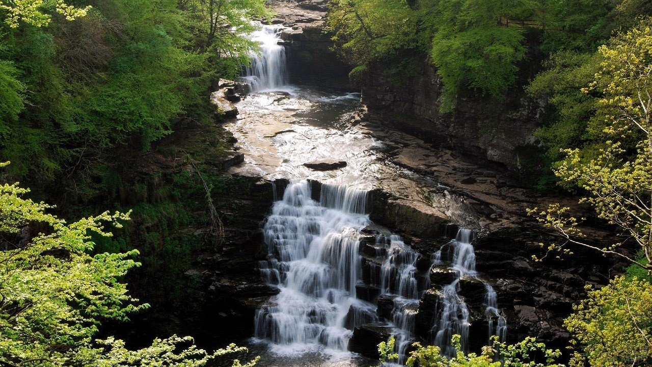 Водопад на реке Клайд в Шотландии