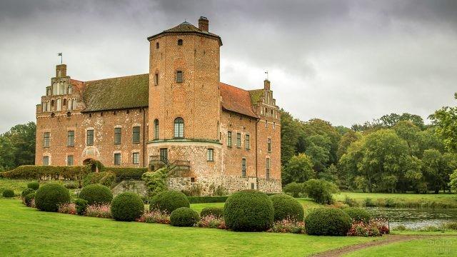 Замок Бродик в Шотландии