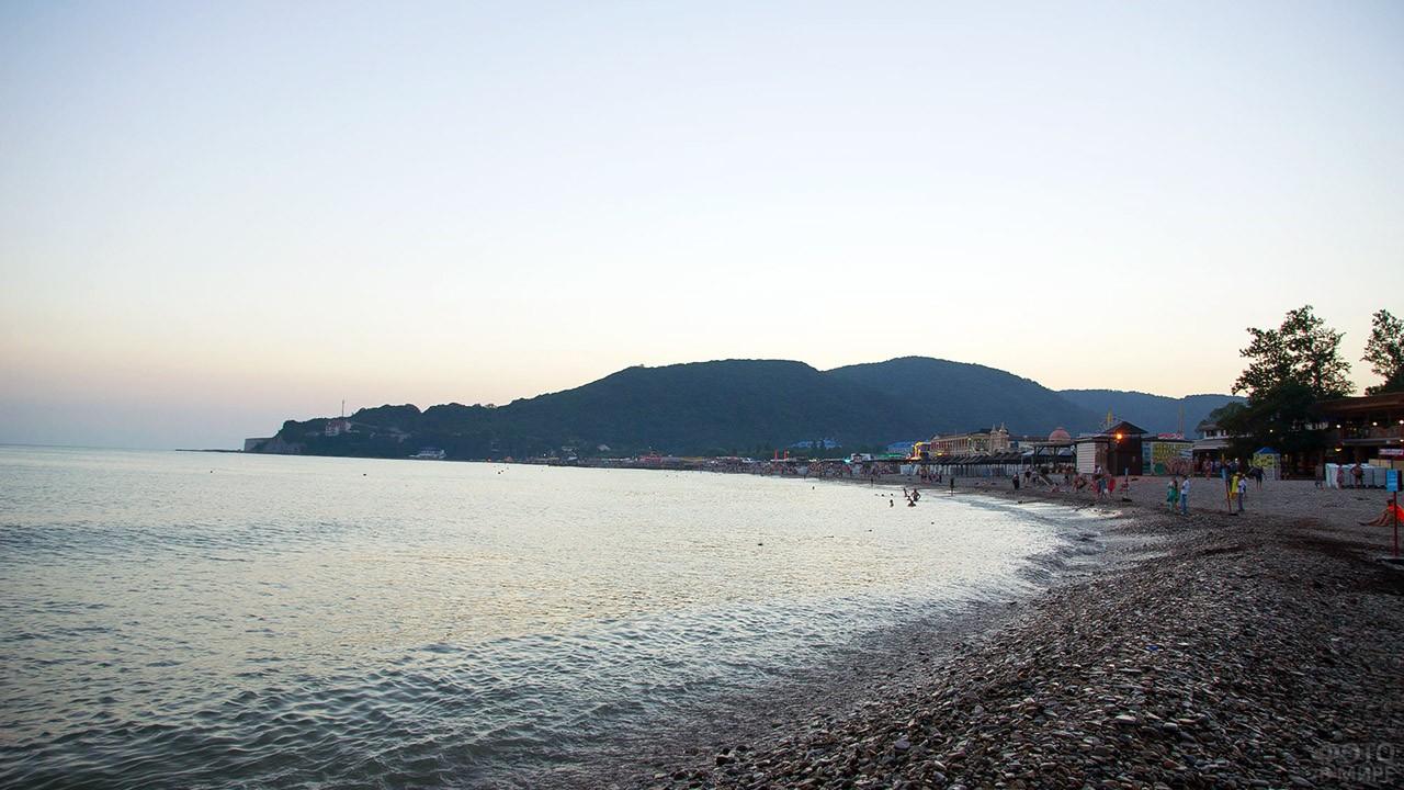 Панорама вечернего пляжа в Архипо-Осиповке