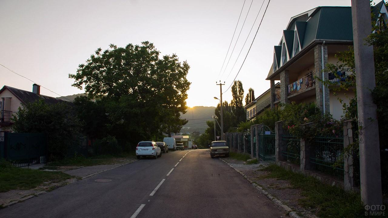 Вечер на улице Ореховой в Архипо-Осиповке