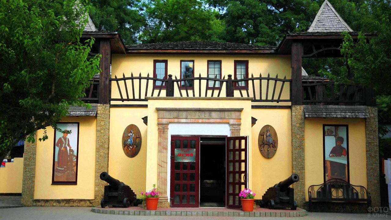 Вход в музейный комплекс Михайловское укрепление