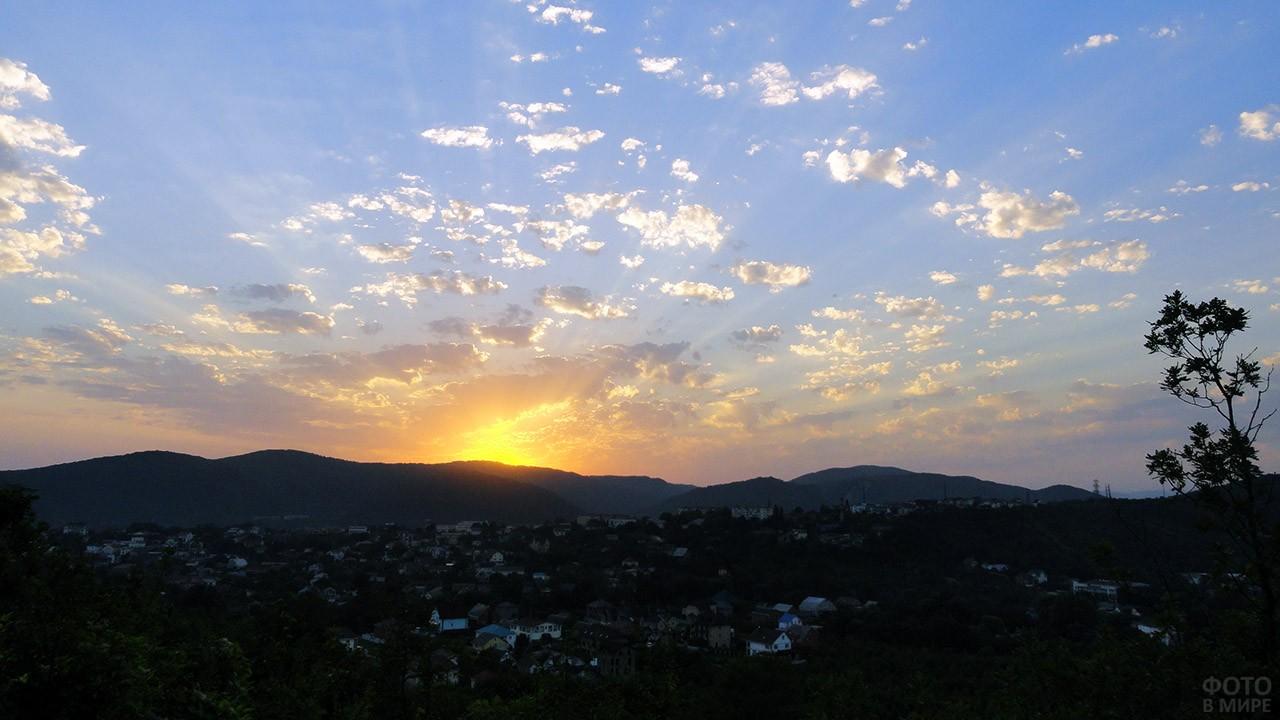 Заход солнца над долиной