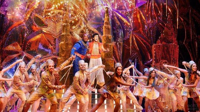 Бродвейское шоу с танцами и красочными костюмами